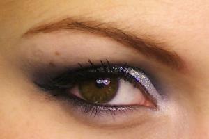 Maquillage pailleté regard