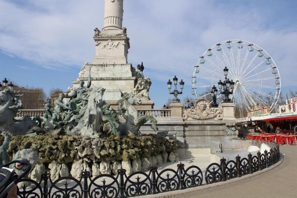 Place des Quinconces avec la Foire aux Plaisirs Bordeaux