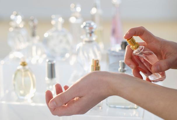 Faire tenir le parfum plus longtemps