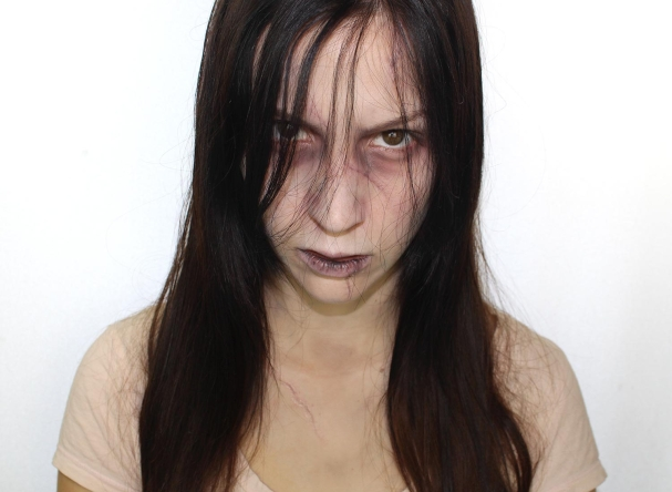 Maquillage d'Halloween petite fille possédée