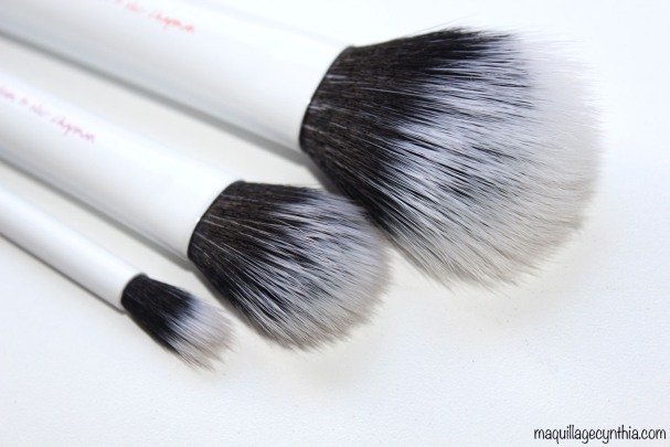 Duo-Fiber Contour Brush