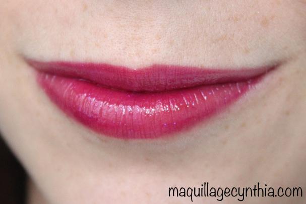 Vice : Violet en transparence avec paillettes rose-mauves, plus difficile à appliquer