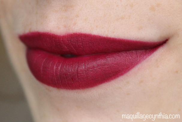 M501 - J'aime cette teinte entre le violet et le rouge. Une teinte d'automne parfaite avec un fini mat en prime !